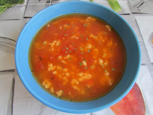 pomidorowa z zacierkami