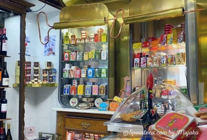 スペインのマドリードにあるLa Paz市場のポルトガル食材店