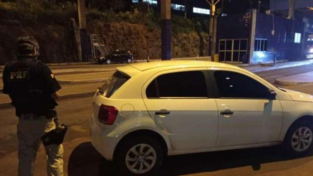PRF recupera carro na ponte da amizade horas após ser roubado