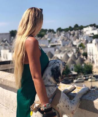 Francesca Brambilla con il suo cane Camillo foto