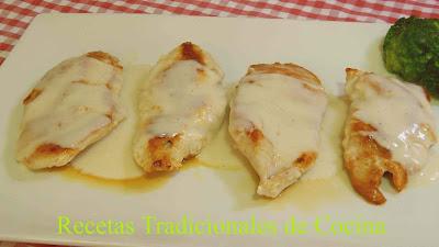Receta de salsa suprema con pechugas de pollo, una salsa muy cremosa y fácil de preparar