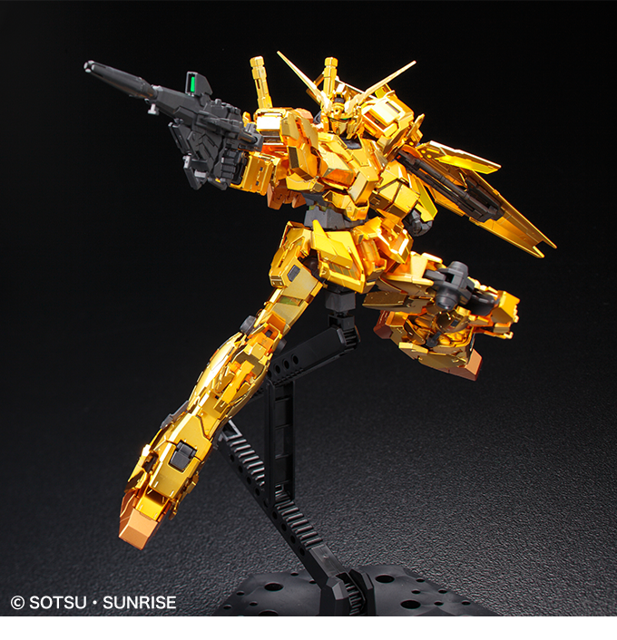 Gundam RG 1/144 Unicorn Gold Coating Action pose