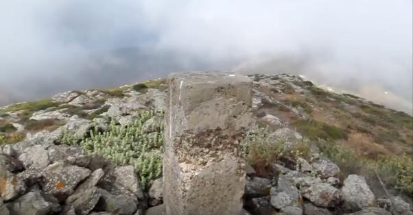 Τα Τσιμεντένια «Κολονάκια» Στις Κορυφές Βουνών Και Λόφων. Τι Είναι, Ποιος Τα Κατασκεύασε Και Σε Τι Χρησιμεύουν.