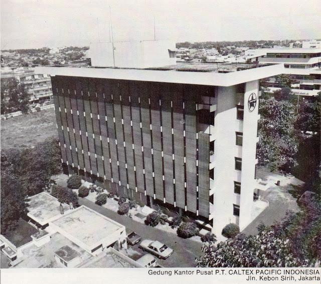 gedung 5 lantai, kantor pusat caltex pacific era 1970an.