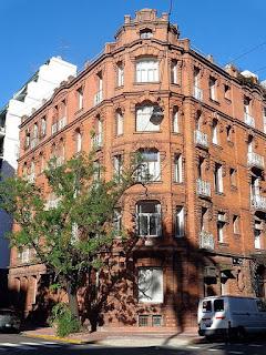 Edificio La Colorada Regis Pigeon 02