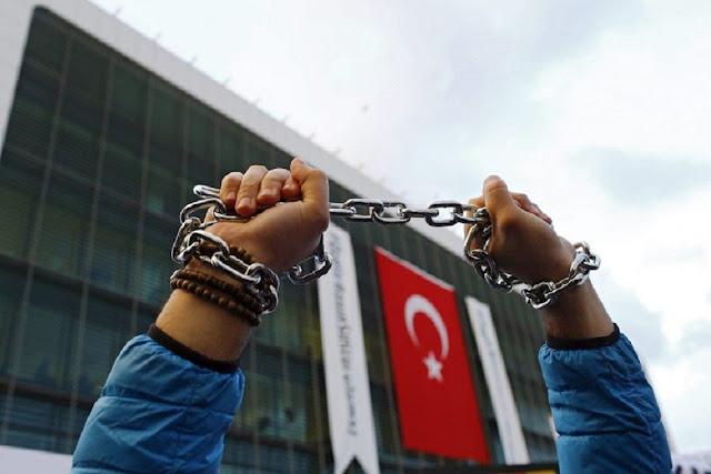 Καταδικάζει την συνεχιζόμενη προσβολή των ανθρωπίνων δικαιωμάτων στην Τουρκία ο Δ.Σ.Α.