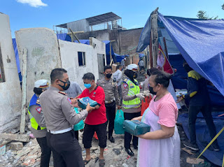 Sat Lantas Polrestabes Makassar Sambangi Korban Kebakaran  dan Berikan Bantuan.