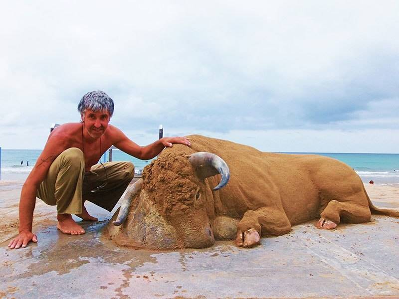 Realistic sand sculpture by Andoni Bastarrika