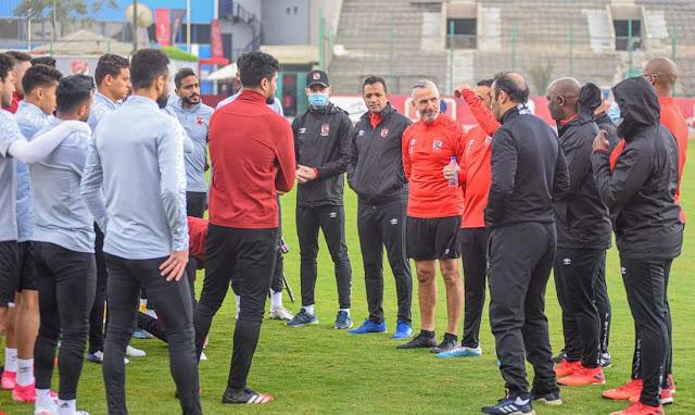 موسيماني يحاضر اللاعبين قبل انطلاق المران