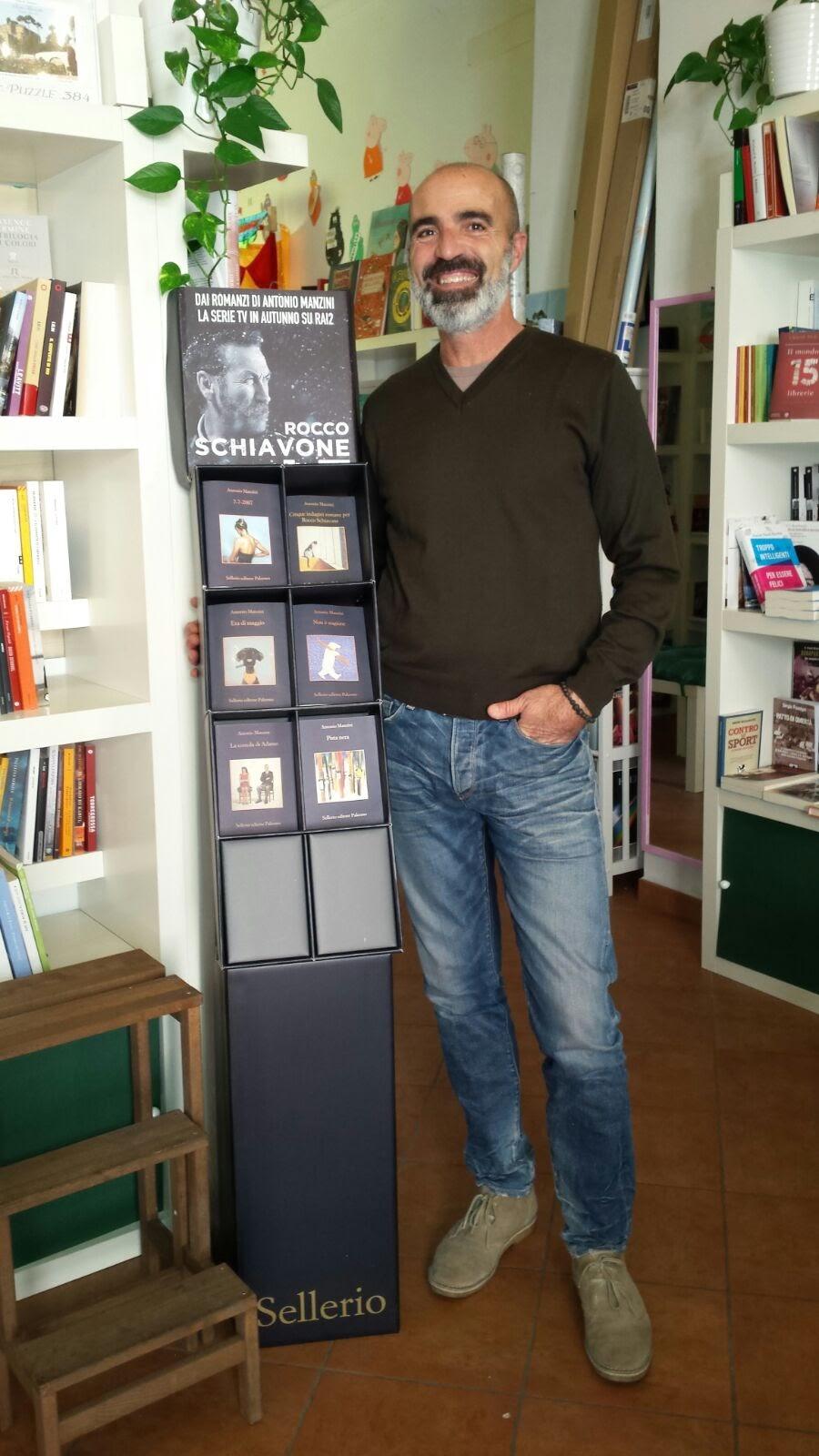 La Libreria Il Filo Di Sofia promuove Manzini, Sellerio