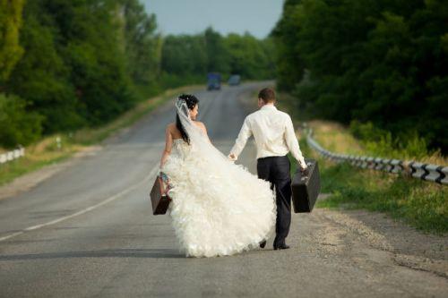 Viajar traz mais felicidade do que casar