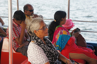 Turisti in barca a Miramar