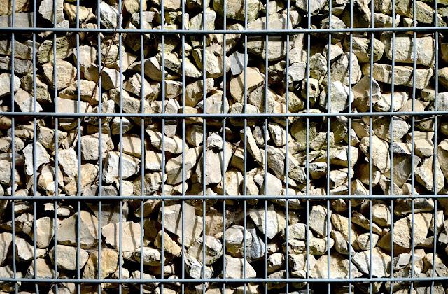 gabbionata-rete metallica-sassi-muri