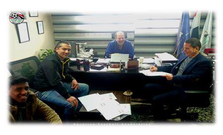 يستعد لدخول موسوعة جينيس العالمية للأرقام القياسية.. الاتحاد المصري لكرة القدم يعلن إتمام قيد لاعب عمره 75 عامًا !