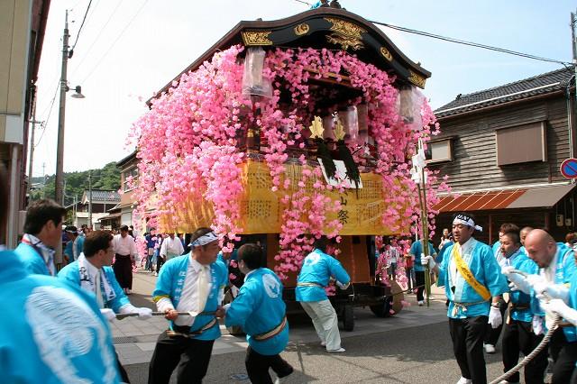 Hikiyama Matsuri (Wajima-lacquer float parade), Wajima City, Ishikawa