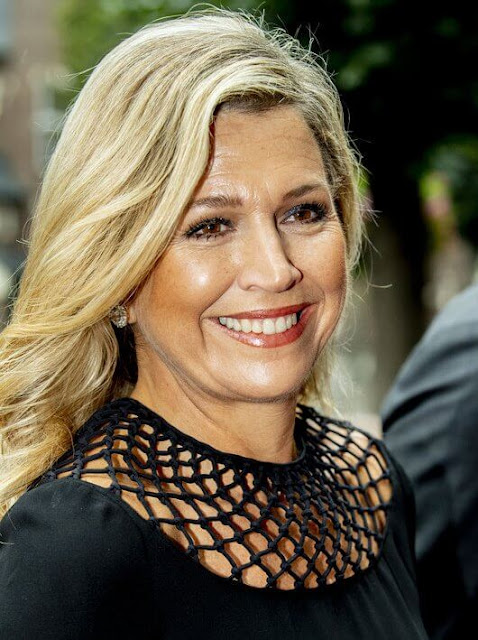 Queen Maxima wore a fringed macrame-paneled silk-crepe midi dress by Valentino. Valentino Spring Summer 2016 collection
