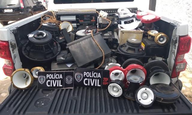 Policia Civil de Cajazeiras, traz equipamentos de som roubados do casal que morreu de COVID-19