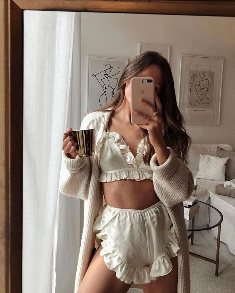 Style File | Mastering the Mirror Selfie: A Few Easy Tips