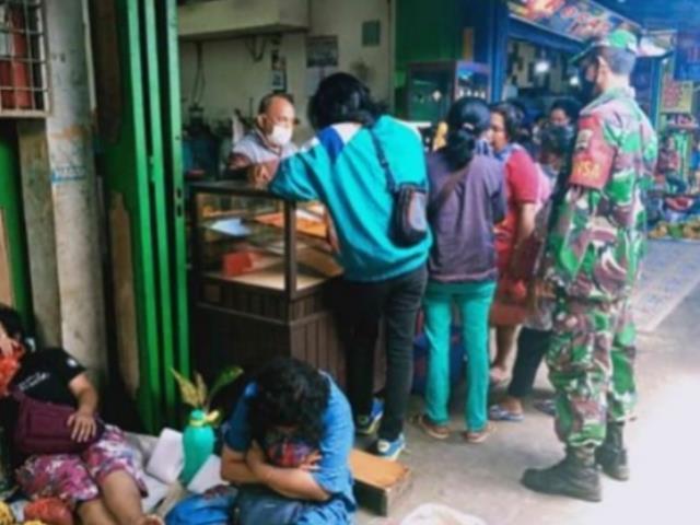 Edukasi Covid-19, Personel Jajaran Kodim 0207Simalungun Laksanakan Disiplin Protokol Kesehatan Di Pasar Horas
