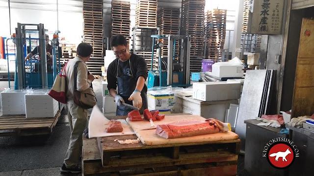 Le fameux thon rouge coupé au marché de Kyoto