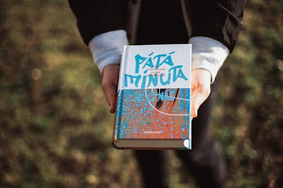 LGBT román Pátá minuta je o nás (Eva a Klára Pospíšilovy, Větrné mlýny)