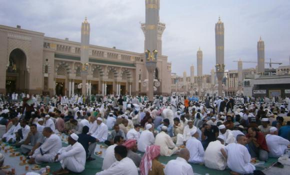 Panorama Indah Ramadhan Al-Mubarak Di Seluruh Dunia (31 Foto)