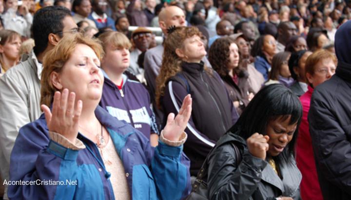 Cristianos estadounidenses adorando