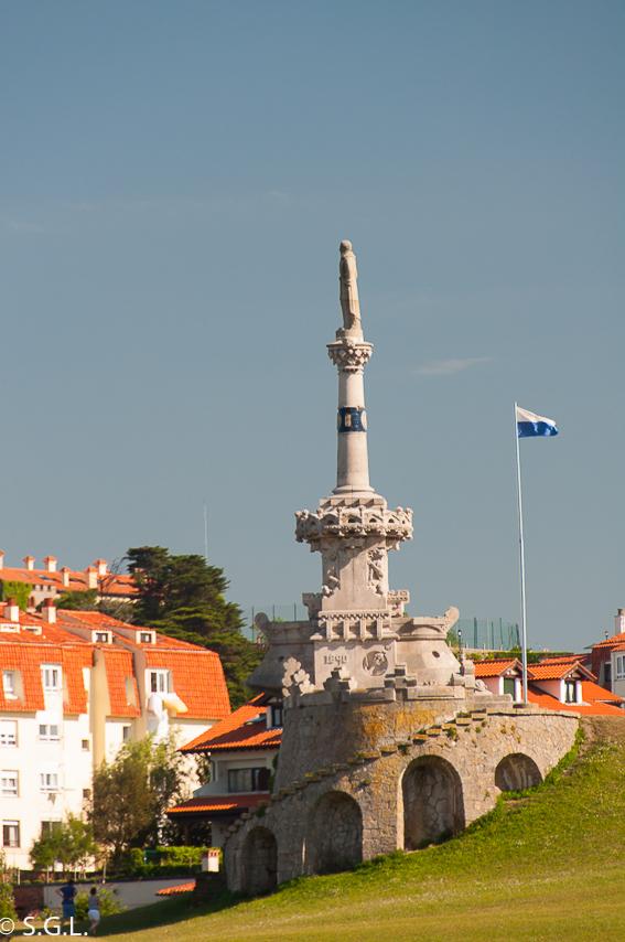 Un dia en Comillas, joya de Cantabria. La escultura del Marques de Comillas