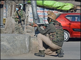 बारामूला में सुरक्षा बलों और आतंकियों के बीच मुठभेड़, इलाका सील