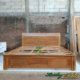 Tempat Tidur Minimalis Kayu Jati Motif Lengkung