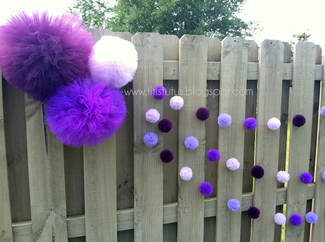 9a87e081fb1af Acima um cordão com pompons de tules coloridos para enfeitar o quintal .