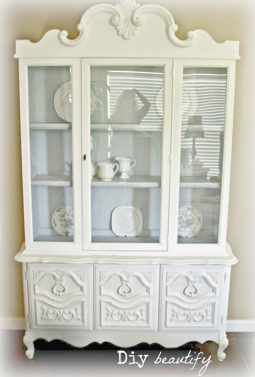White Hutch - Labor of Love www.diybeautify.com