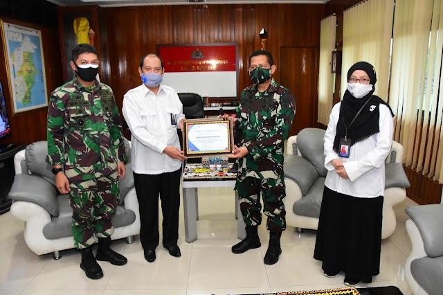 Korem 091/ASN Terima Penghargaan Dari BKKBN RI Pelaksanaan Pelayanan Sejuta Akseptor Harganas