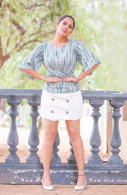 Anchor Anasuya Bharadwaj Latest Hot Thighs Show Pictures in Short Dress Navel Queens