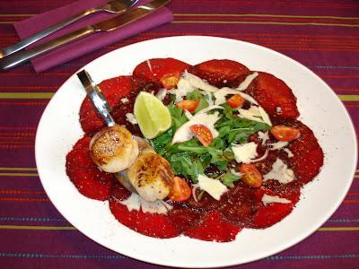 Carpaccio von Rote Beete Vorspeise beim Dinner