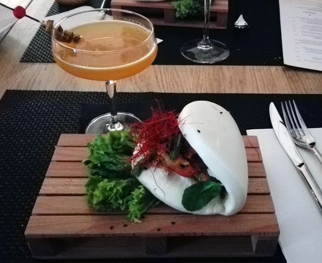 Bao Bun con coctel en West 42nd, Tusolovive Madrid