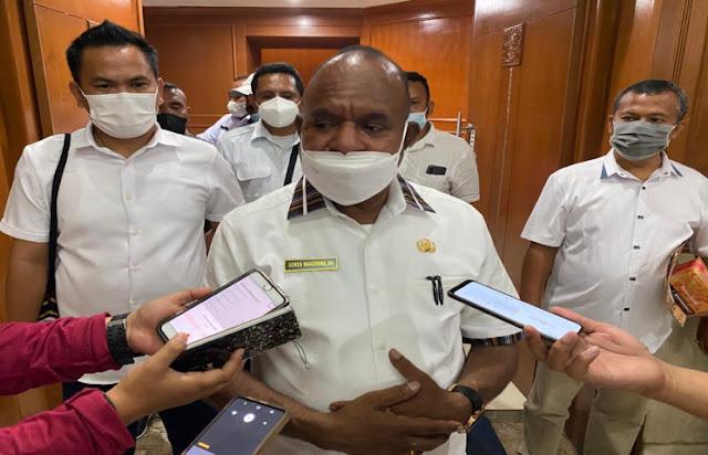 Doren Wakerkwa Minta Natalis Tabuni Bertanggung Jawab Kendalikan Situasi di Intan Jaya.lelemuku.com.jpg