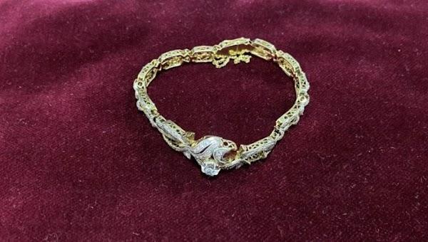 Regalan una pulsera de oro y diamantes a la Virgen de la Paz de Córdoba