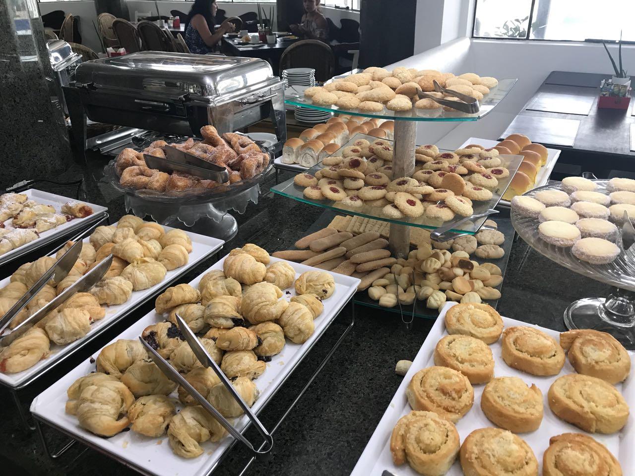 café da manhã no hotel Atlântico Bombinhas