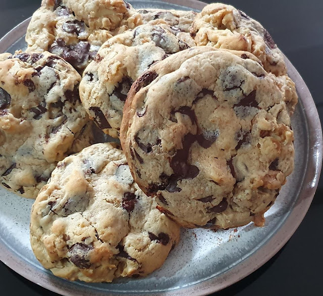 Delicious Treats: Too Much Chocolate Chip Cookie by the Fet Boys