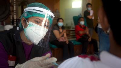 Survei SMRC: 46 Persen Warga Mau Divaksin