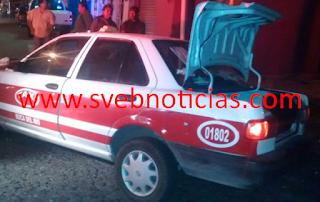 Secuestran a taxista lo encajuelan y se estrellan en el taxi en Veracruz