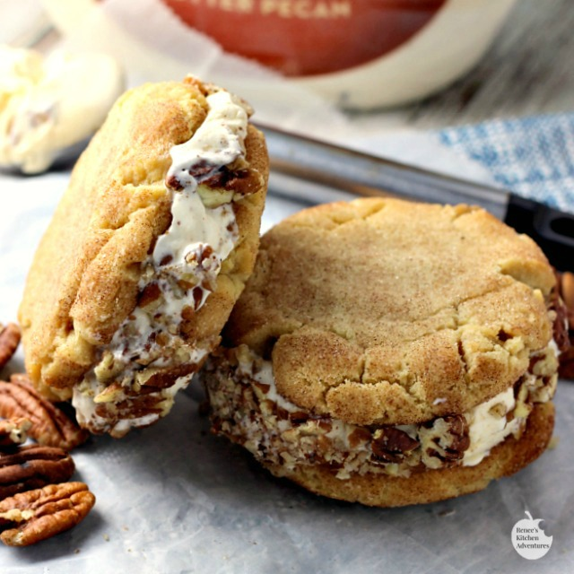 Butter Pecan Snickerdoodle Ice Cream Sandwiches | by Renee's Kitchen Adventures - Dessert recipe for frozen homemade snickerdoodle and Blue Bunny® Butter Pecan Ice cream sandwiches #SoHoppinGood #RKArecipes ad
