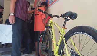 Ketagihan Judi Online Adrean Embat Sepeda