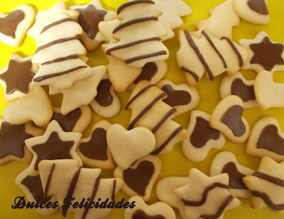 Galletas navideñas decoradas con fondant de chocolate
