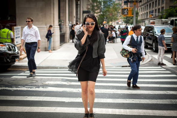new york street style all black womens fashion womens street style smoking on the street the stylepreneur 2016 (2)