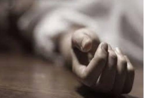 لمرورة بأزمة نفسية ... انتحار شاب بحبل معلق فى سقف منزله بسوهاج