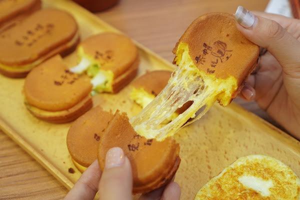 台南永康區區美食【兔子高帽雞蛋燒】餐點介紹-雙色濃乳酪雞蛋糕