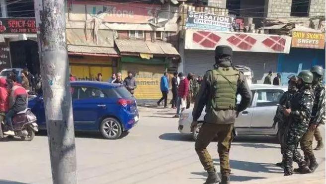 श्रीनगर के लावापोरा में सीआरपीएफ पेट्रोलिंग पार्टी पर आतंकी हमला,हमले में एक जवान शहीद तीन घायल