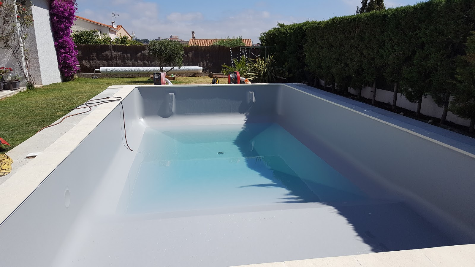 Piscine perpignan 66 aquazur piscine installation for Aspirateur piscine liner